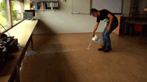 Uitlegvideo over onderhoud en opknappen linoleum vloer